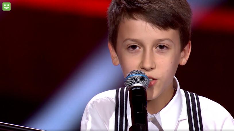 """Jednym z uczestników trzeciego odcinka przesłuchań w ciemno programu """"The Voice Kids"""" był 11-letni Paweł Madzia. Jego występ wzruszył wszystkich trenerów."""