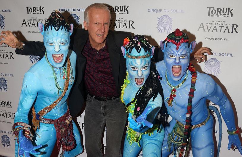 """O kontynuacji """"Avatara"""" wiadomo niewiele więcej poza tym, że kiedyś powstanie. I choć drugiej części legendarnego filmu nie doczekamy się wcześniej niż pod koniec 2021 roku, James Cameron wciąż podsyca zainteresowanie tą produkcją. Tym razem pojawił się w Las Vegas na prezentacji, podczas której zaprezentował kilka grafik z powstającego właśnie filmu """"Avatar 2""""."""