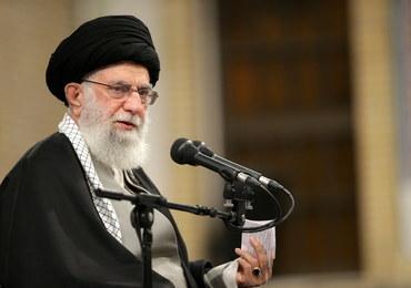 """Chamenei mówi o """"złym kraju w Europie"""", gdzie spiskowano. O kogo chodzi?"""