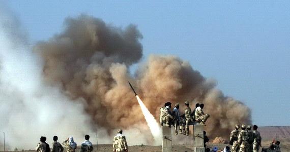 """Poza informacjami służb wywiadowczych o przygotowaniach do ataku, żołnierze stacjonujący w bazach w Iraku otrzymali też ostrzeżenie bezpośrednie - mówi naszemu dziennikarzowi generał Waldemar Skrzypczak. Kilka godzin po przeprowadzeniu przez siły Iranu ataków na cele USA w Iraku iracki premier Adil Abd al-Mahdi powiedział, że niebezpieczny kryzys, do którego doszło w ostatnich dniach na Bliskim Wschodzie, grozi """"niszczycielską wojną totalną"""" w Iraku, w regionie i na świecie."""