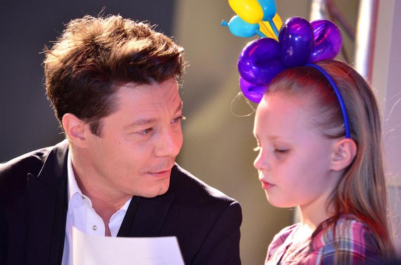 """Program """"The Voice Kids"""" przyciąga najbardziej utalentowane dzieci z całej Polski. W talent show TVP pojawiła się także Julia Totoszko, córka popularnego niegdyś wokalisty Mariusza Totoszki."""