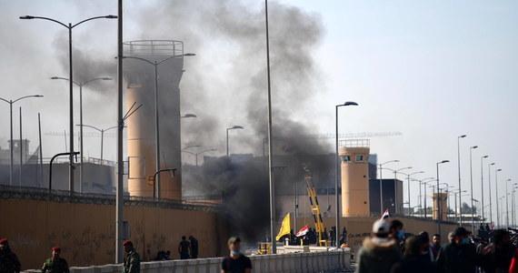 Według dostępnych informacji w ataku rakietowym na dzielnicę rządowo-dyplomatyczną w stolicy Iraku, Bagdadzie, nikt nie ucierpiał - poinformowało w nocy ze środy na czwartek Ministerstwo Spraw Zagranicznych na Twitterze.