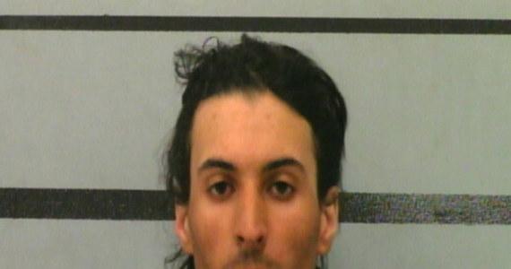 27-letni Trevor Rowe wsadził 10-miesięczną córeczkę swojej dziewczyny do plecaka i na kilka godzin zostawił w samochodzie. Dziecko zmarło, a mężczyzna usłyszał zarzut zabójstwa. Do tego makabrycznego zdarzenia doszło w Lubbock w Teksasie w USA.