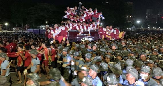 Ulicami stolicy Filipin, Manili, przeszła w czwartek doroczna procesja z XVII-wieczną figurą Jezusa Nazareńskiego. Wierni modlili się m.in. o pokój na Bliskim Wschodzie.