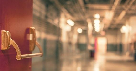 Z powodu nieprzyjemnego zapachu pacjentki z Klinicznego Centrum Ginekologii, Położnictwa i Neonatologii w Opolu przeniesione zostały na inne oddziały. W szpitalu od wczoraj odór wydostaje się z szybu windy.