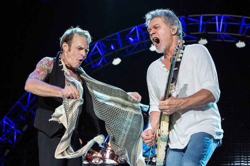 """""""Ed nie czuje się dobrze"""" - zdradził David Lee Roth, wokalista grupy Van Halen. Przypomnijmy, że według nieoficjalnych wciąż informacji jego kolega z zespołu, niespełna 65-letni wirtuoz gitary Eddie Van Halen od dłuższego czasu walczy z rakiem."""