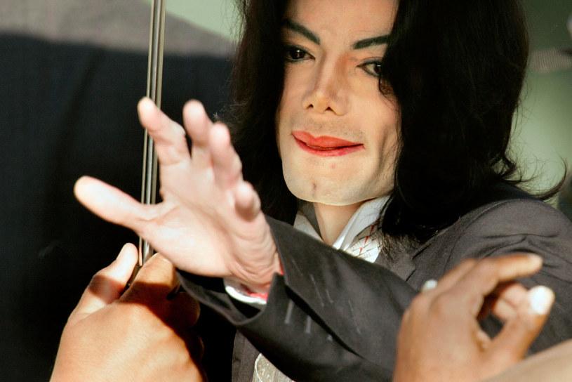 Mike Tyson w podcaście rapera T.I. opowiedział o swojej relacji z Michaelem Jacksonem. Słynny bokser przyznał, że wizerunek zagubionego chłopca był tylko pozą gwiazdora i tak naprawdę wokalista był przebojowym podrywaczem.