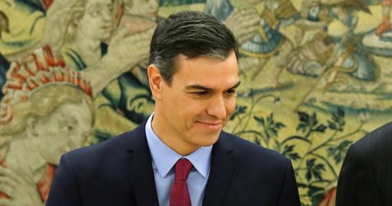 Hiszpański socjalista Pedro Sanchez kończy kompletowanie nowego rządu; na szefową MSZ wyznaczył Aranchę Gonzalez Layę, która w ciągu ostatnich 20 lat zdobywała doświadczenie w KE, Światowej Organizacji Handlu i ONZ oraz negocjowała wiele porozumień handlowych.