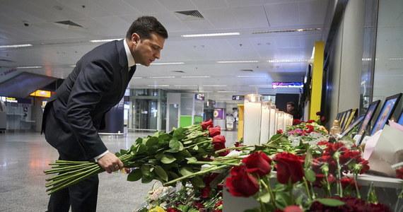 """Prezydent Ukrainy Wołodymyr Zełenski domaga się ukarania winnych i wypłacenia odszkodowania od Iranu, który przyznał w sobotę do """"nieintencjonalnego"""" zestrzelenia samolotu ukraińskich linii lotniczych, w wyniku czego zginęło 176 osób znajdujących się na pokładzie."""