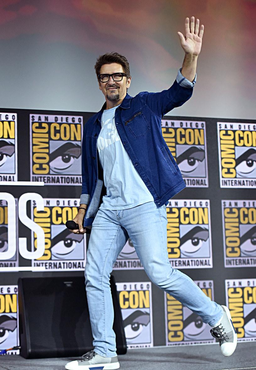 """Scott Derrickson nie wyreżyseruje filmu """"Doctor Strange in the Multiverse of Madness"""", którego premiera została zaplanowana na 7 maja 2021 roku. Jak dowiedział się portal """"Variety"""", powodem jego rezygnacji były """"różnice artystyczne"""" pomiędzy nim, a firmą producencką. Informację o odejściu Derricksona potwierdziło w specjalnym oświadczeniu Marvel Studios."""
