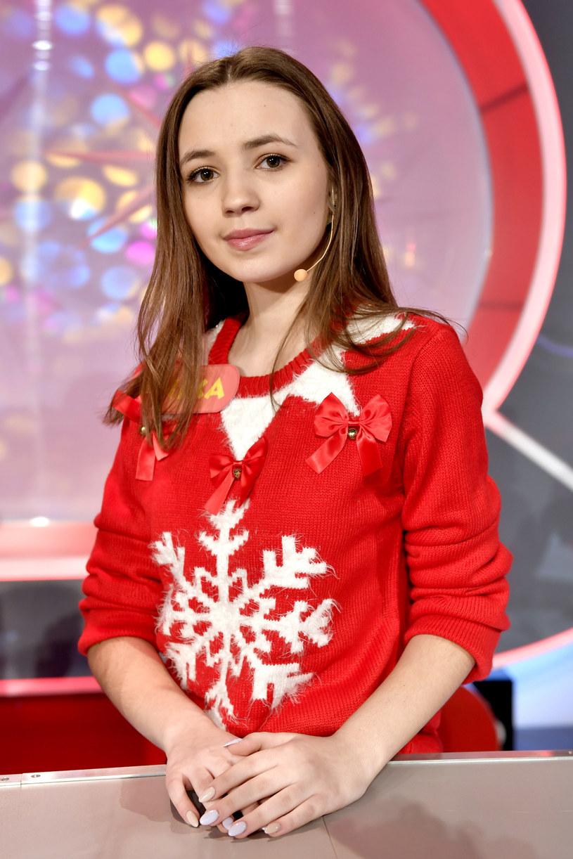 """Ania """"AniKa"""" Dąbrowska, która wygrała drugą edycję """"The Voice Kids"""", prezentuje nowy singel. Utwór """"Do gwiazd"""" zapowiada debiutancki album 14-latki."""