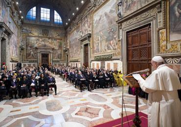 Papież ochrzcił dzieci w Kaplicy Sykstyńskiej: Wystarczy, że jedno zaśpiewa la i zacznie się koncert
