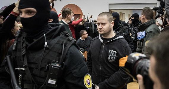 W Pezinoku koło Bratysławy rozpoczęła się główna rozprawa w sprawie zabójstwa dziennikarza śledczego Jana Kuciaka i jego narzeczonej. Na ławie oskarżonych zasiadają cztery osoby. Zaplanowano 9 dni procesowych, ale zdaniem mediów proces będzie trwał dłużej.Dziś prokurator przedstawił główne punkty oskarżenia i opisał przebieg zbrodni. Oskarżony o zabójstwo Miroslav Marczek przyznał się do winy.