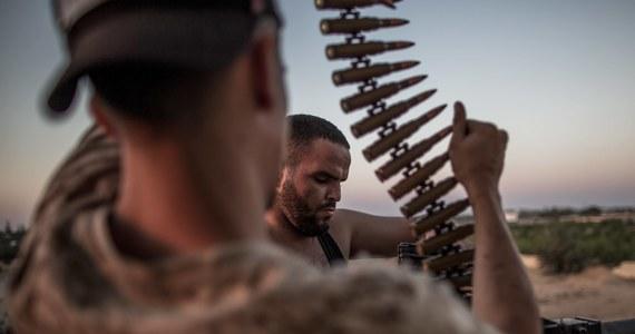 Szef libijskiego rządu jedności narodowej Fajiz as-Saradż i jego rywal, generał Chalif Haftar podpiszą porozumienie ws. zawieszenia broni. Porozumienie weszło w życie w niedzielę, a podpisane zostanie dzisiaj w Moskwie.