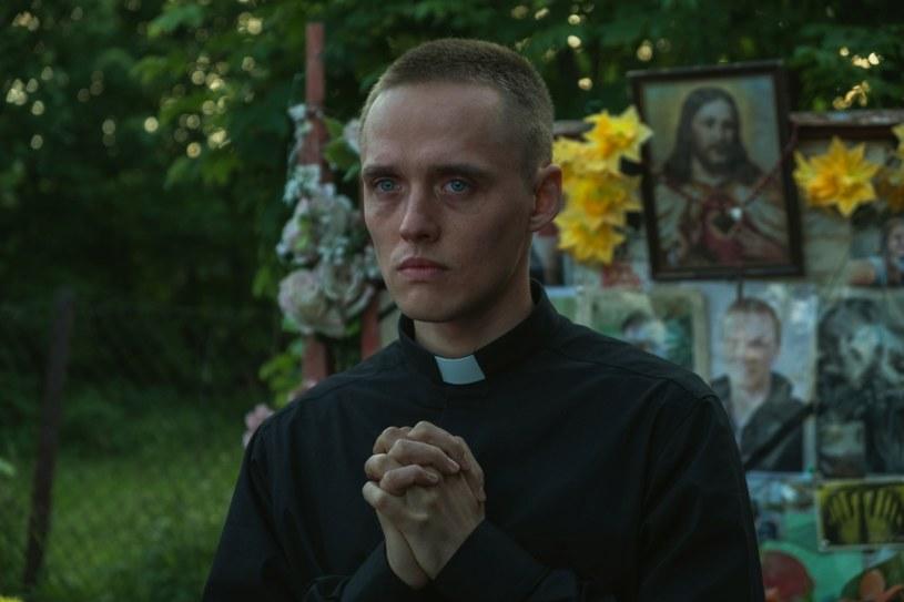 """""""Boże Ciało"""" powalczy o Oscara. Film Jana Komasy jest jedną z pięciu produkcji, które znalazły się w gronie nominowanych w kategorii najlepszy pełnometrażowy film międzynarodowy."""