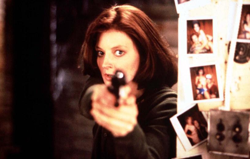 """Premiera zamówionego przez stację CBS serialu """"Clarice"""", w którym w rolę legendarnej agentki FBI Clarice Starling wcieli się Rebecca Breeds, została zaplanowana na tzw. """"midseason"""". Tak w amerykańskiej telewizji nazywany jest okres, który rozpoczyna się wraz z nadejściem nowego roku. I właśnie między styczniem a kwietniem należy spodziewać się premiery tego serialu."""
