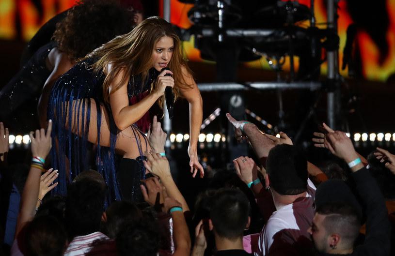 """Kolumbijska wokalistka Shakira wypuściła nowy singel """"Me Gusta"""", w którym połączyła siły z portorykańskim raperem i wokalistą Anuelem AA."""