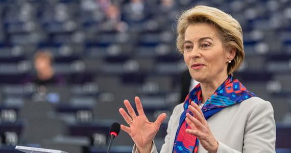 Komisja Europejska występuje do Europejskiego Trybunału Sprawiedliwości o środki tymczasowe zamrażające Izbę Dyscyplinarną Sądu Najwyższego - informuje korespondentka RMF FM Katarzyna Szymańska-Borginon. To oznacza, że wstępna decyzja TSUE może zapaść w ciągu tygodnia. Z kolei rzecznik polskiego rządu twierdzi, że wniosek Komisji do TSUE jest nieuprawiony.