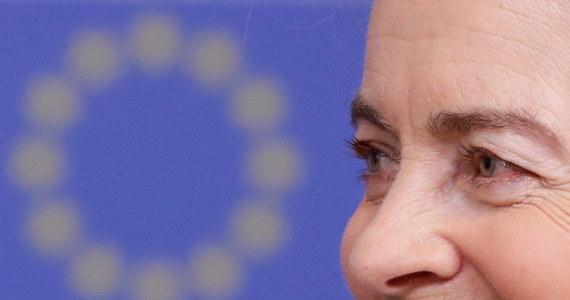 """Polskie władze straciły szanse na nowe otwarcie z nową Komisją Europejską. Dzisiejsza decyzja KE oznacza koniec """"miodowego miesiąca"""" między rządem PiS a nową KE Ursuli von der Leyen, wdzięcznej do niedawna za poparcie jej przez eurodeputowanych PiS."""