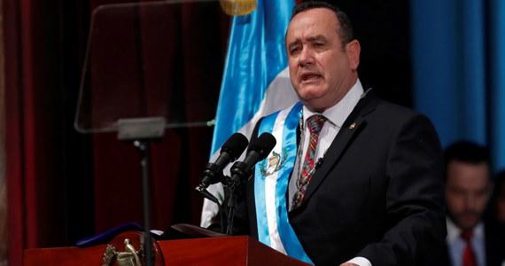 Konserwatysta Alejandro Giammattei został we wtorek zaprzysiężony na stanowisku prezydenta Gwatemali. Giammattei zastąpi Jamesa Ernesto Moralesa Cabrerę, którego rządy cechowała wszechobecna korupcja oraz wysoki wskaźnik ubóstwa w społeczeństwie.