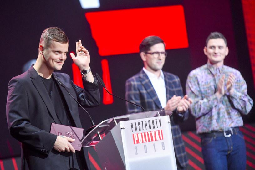 """Błażej Król otrzymał Paszport """"Polityki"""", jednej z najbardziej prestiżowych nagród w świecie kultury w Polsce."""
