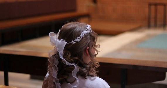 Dzieci i młodzież z Sosnowca rezygnuje z religii w szkole. Jak policzył Instytut Statystyki Kościoła Katolickiego w Polsce, diecezja sosnowiecka jest jedną z trzech w kraju, gdzie odsetek uczniów chodzących na katechezę jest najmniejszy. Problemy z frekwencją na religii pojawiają się w szkołach średnich. Nie bez wpływu jest postępująca laicyzacja społeczeństwa - komentują dla Onetu przedstawiciele kurii.