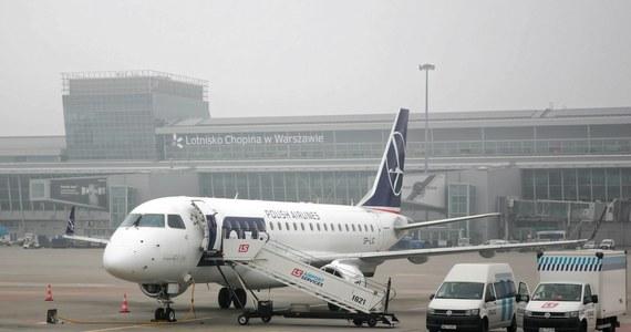 Samolot PLL LOT relacji Warszawa-Moskwa zawrócił na stołeczne lotnisko im. Chopina. Maszyna z 63 pasażerami bezpiecznie wylądowała na Okęciu.