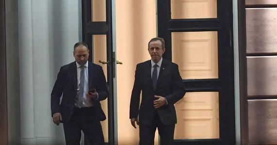 45 minut trwało spotkanie marszałka Senatu Tomasza Grodzkiego z prezydentem Andrzejem Dudą. Według naszych wcześniejszych informacji prezydent jeszcze przed tym spotkaniem nie przewidywał możliwości jakichkolwiek ustępstw w sprawie ustawy dyscyplinującej sędziów autorstwa PiS.
