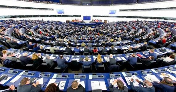 W Parlamencie Europejskim zakończyła się debata na temat prowadzonej wobec Polski procedury z art. 7 unijnego traktatu. Podczas dyskusji doszło do ostrej wymiany zdań między byłą premier Beatą Szydło a byłym ministrem spraw zagranicznych Radosławem Sikorskim.