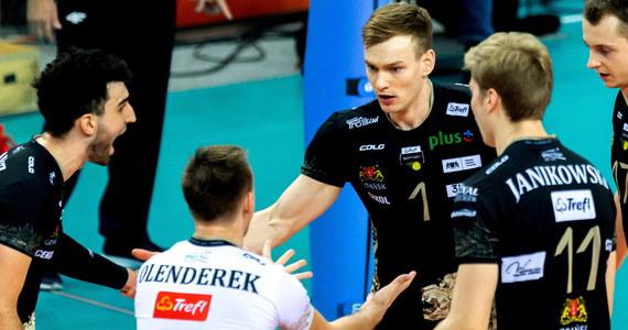 W ćwierćfinałowym meczu  Pucharu Polski siatkarzy Jastrzębski Węgiel przegrał u siebie z Treflem Gdańsk 2:3 (25:18, 26:24, 20:25, 20:25, 13:15). Do turnieju finałowego, który zostanie rozegrany 14-15 marca, awansował Trefl.