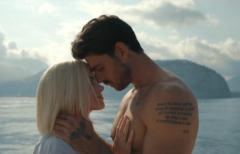 """Do sieci właśnie trafił teledysk """"Feel It"""" w wykonaniu Michele Morrone'a zawierający niepublikowane dotychczas sceny z filmu """"365 dni"""" nazywanego """"polską odpowiedzią na Greya""""."""