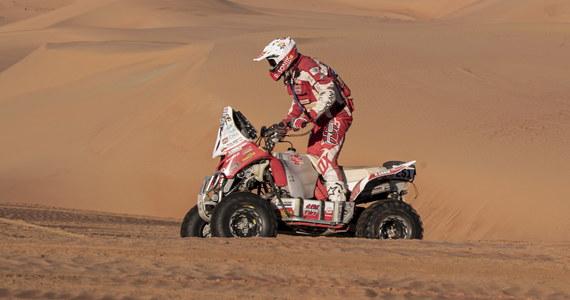 Na podium zakończył rywalizację w Rajdzie Dakar 2020 Rafał Sonik! Najlepszy polski quadowiec miał piąty czas na ostatnim, 12. etapie zmagań, a w klasyfikacji końcowej imprezy uplasował się na trzeciej pozycji. Co więcej, etapowe zwycięstwo w kategorii quadów zapisał na swym koncie debiutujący w Dakarze Arkadiusz Lindner! Wśród kierowców samochodów triumfował Hiszpan Carlos Sainz.