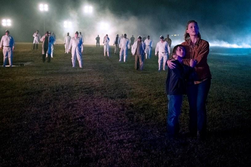 """Długo oczekiwany reboot """"Niesamowitych historii"""" pojawi się na serwisie streamingowym Apple TV+ już 6 marca. Premierowy odcinek serialu wyprodukowanego przez Stevena Spielberga nosi tytuł """"The Rift""""."""