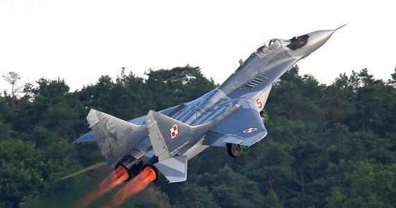 Groźny incydent z udziałem myśliwca MiG-29. Podczas lotu maszyna zgubiła 20-kilogramowy spadochron hamujący. Sprawę bada wojskowa komisja - informuje portal Onet.pl.