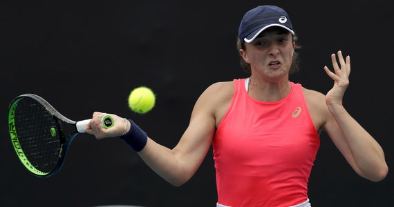 Iga Świątek awansowała do drugiej rundy Australian Open, pokonując Węgierkę Timeę Babos 6:3, 6:2. Kolejną rywalką polskiej tenisistki w Melbourne będzie Hiszpanka Carla Suarez Navarro.