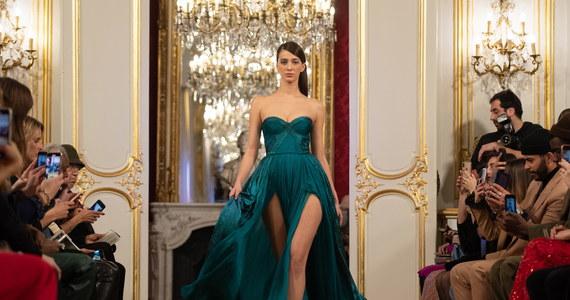 Projektantki z Polski mody triumfują w Paryżu! Z wielkim zainteresowaniem publiczności spotkał się pokaz nowych kreacji warszawskiego domu mody La Metamorphose w czasie trwającej do jutra we francuskiej stolicy prezentacji haute couture. Przekonał się o tym paryski korespondent RMF FM Marek Gładysz.