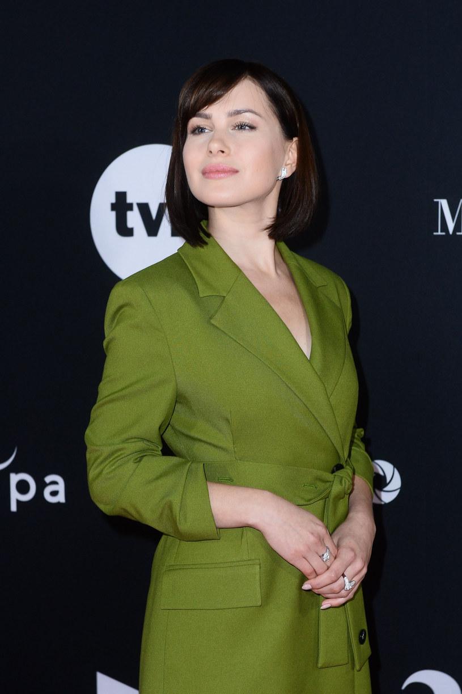 """W lutym do kin trafi ekranizacja powieści erotycznej Blanki Lipińskiej """"365 dni"""". Zdaniem Anny Marii Siekluckiej, odtwórczyni głównej roli, film może okazać się przełomem i wprowadzić dyskusję społeczną dotyczącą seksu na zupełnie inny poziom. Chociaż często mówi się o nim jako o polskiej wersji """"Pięćdziesięciu twarzy Greya"""", aktorka nie zgadza się z tymi porównaniami. Twierdzi, że produkcja ma inny rodzaj energii i jest zrobiona w odmienny sposób."""