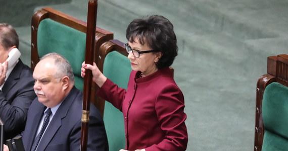 Podpisałam i skierowałam do Trybunału Konstytucyjnego wniosek o rozstrzygnięcie sportu kompetencyjnego między Sejmem a Sądem Najwyższym, uwzględniając kompetencje prezydenta, dlatego że decyzję o tym, jak wygląda ustrój sądów, regulują ustawy, a te przyjmuje Sejm - powiedziała marszałek Sejmu Elżbieta Witek.