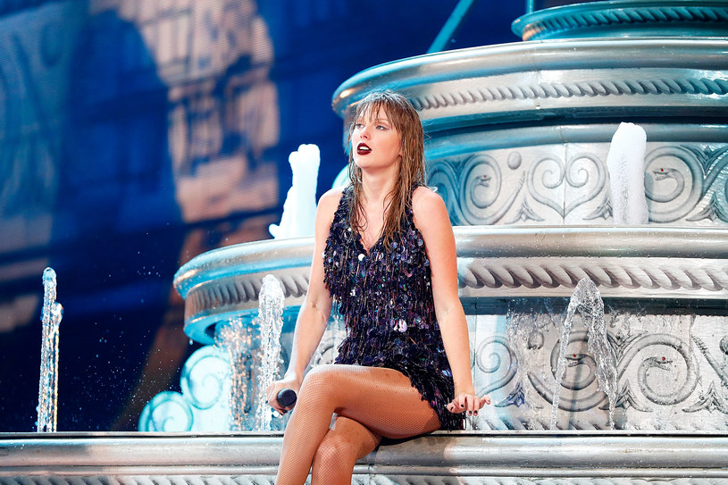 """Taylor Swift potwierdziła, że jej matka - Andrea - jest poważnie chora. W rozmowie z Variety ujawniła, że u 62-letniej kobiety zdiagnozowano guza mózgu. To właśnie z tego powodu jedna z największych gwiazd pop ograniczyła koncertową promocję """"Lover"""" do minimum."""