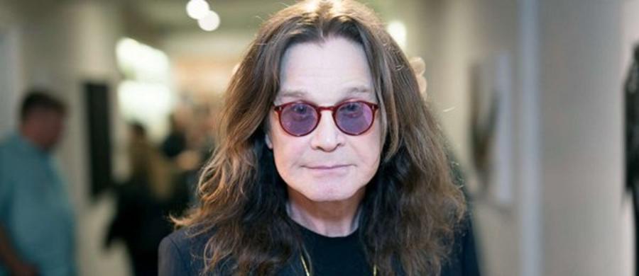 Legendarna gwiazda rocka jest nieuleczalnie chora. Ozzy Osboune ujawnił, że cierpi na Parkinsona. Na tę chorobę nie ma lekarstwa, ale jej postępy można opóźniać dzięki odpowiedniej terapii. 71-letni muzyk przyznaje, że stosuje się do wszystkich zaleceń lekarzy, przyjmuje leki, które łagodzą objawy.
