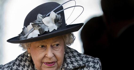 Brytyjska królowa Elżbieta II wyraziła zgodę na wejście w życie ustawy regulującej warunki wyjścia Wielkiej Brytanii z Unii Europejskiej - poinformował na Twitterze minister ds. brexitu Steve Barclay.