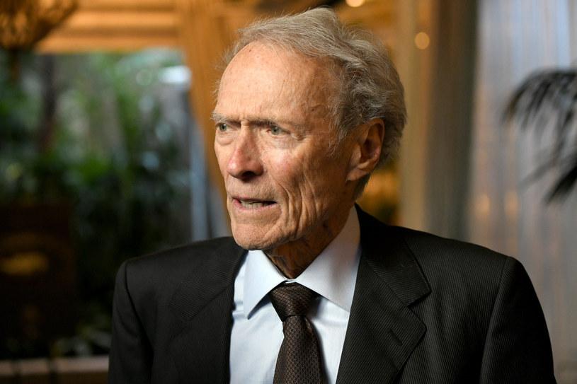 """Wciąż pojawiają się opowieści warte przedstawienia. I dopóki ludzie chcą, żebym kręcił filmy, będę to robić - powiedział reżyser Clint Eastwood. Z okazji premiery jego filmu """"Richard Jewell"""" - o ochroniarzu, który udaremnił zamach bombowy w Atlancie w 1996 r., przypominamy sylwetkę czterokrotnego zdobywcy Oscara."""