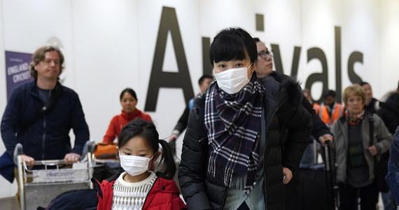 Polska wprowadziła na lotniskach nowe środki bezpieczeństwa. Wszyscy pasażerowie przylatujący z Chin, a wkrótce zapewne także z całej Azji, otrzymają do wypełnienia tak zwane Karty Lokalizacyjne Pasażera. Eksperci ostrzegają, że odnotowanie pierwszego przypadku koronawirusa w Europie to kwestia czasu. Do szpitala w Finlandii zgłosiło się dwóch turystów z chińskiego miasta Wuhan, którzy mają objawy zarażenia nowym wirusem.