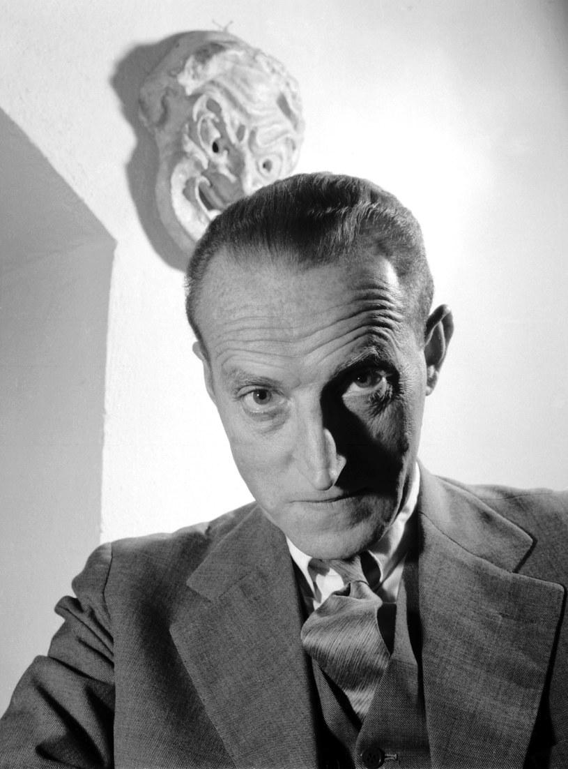 """Nazywany """"człowiekiem o kamiennej twarzy"""", popularność zyskał dzięki roli ojca w serialu """"Wojna domowa"""". Miał też na koncie wiele ról kinowych (m.in. w """"Eroice"""" Munka) oraz teatralnych. """"Był postacią kontrowersyjną"""" - zmarłego 45 lat temu Kazimierza Rudzkiego wspominał reżyser Erwin Axer."""
