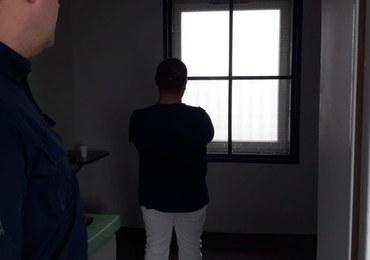 Skrępował koleżankę z pracy i zadał jej kilka ciosów nożem. 40-latek zatrzymany