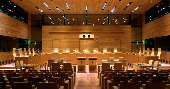 Do Trybunału Sprawiedliwości Unii Europejskiej wpłynął wniosek Komisji Europejskiej o zastosowanie środków tymczasowych zawieszających działanie Izby Dyscyplinarnej Sądu Najwyższego - potwierdził TSUE. Komisja Europejska uważa, że sytuacja praworządności w Polsce się pogorszyła i skierowała do TSUE pozew w sprawie systemu dyscyplinującego sędziów.