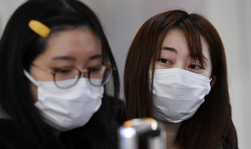 W związku z panującą epidemią koronawirusa podjęto decyzję o zamknięciu 70 tysięcy kin w całych Chinach. Ma to na celu zapobieżenie rozprzestrzeniania się śmiertelnego koronawirusa, który do piątku 24 stycznia pozbawił życia już 26 osób. Szacuje się, że zarażeniu uległo kolejnych 830 osób.