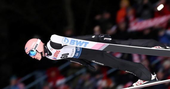 Dawid Kubacki uzyskał 140,5 m i wygrał kwalifikacje do niedzielnego konkursu indywidualnego Pucharu Świata w skokach narciarskich w Zakopanem. Awans do pierwszej serii wywalczyło pięciu Polaków.