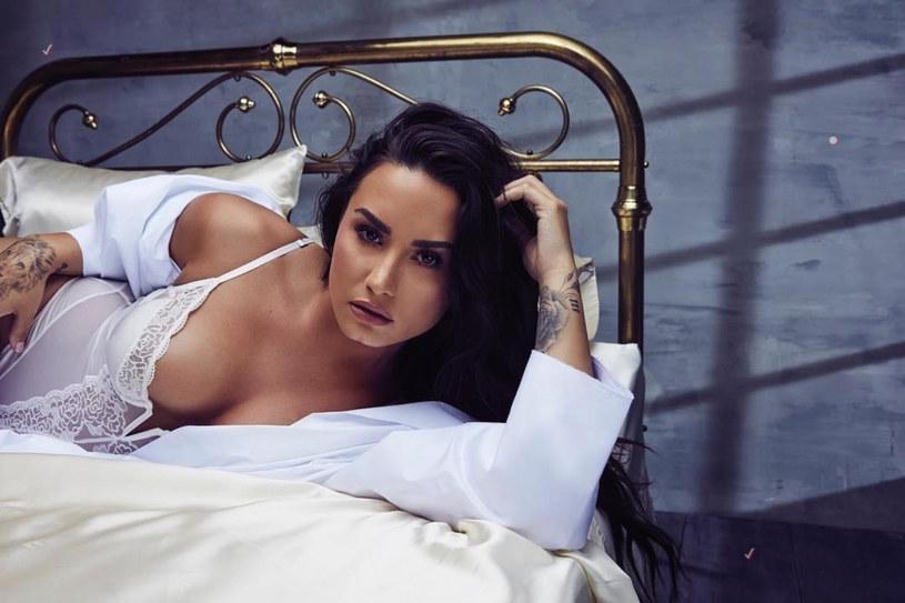 Związek Demi Lovato i Maxa Ehrich wkrótce wkroczyć ma w kolejny etap. Para intensywnie myśli o zaręczynach, które mają nastąpić, gdy sytuacja epidemiologiczna w Stanach Zjednoczonych ulegnie poprawie.