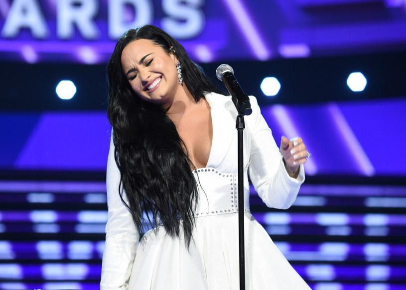 """Sama walcząca z problemami natury psychicznej Demi Lovato połączyła siły z producentem Marshmello. Ich wspólny utwór """"Ok Not To Be Ok"""" ukazał się w Światowym Dniu Zapobieganiu Samobójstwom."""